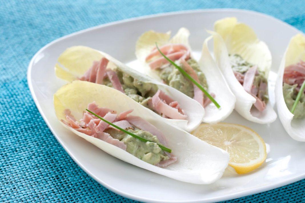 Witlofsalade met ham en avocado